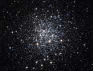 : M72, un des 150 amas globulaire de notre galaxie, la Voie Lactée. Ces amas stellaires présentent une densité d'étoiles très forte. © NASA/ESA/Hubble/HPOW